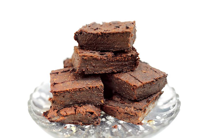 Suesskartoffel Brownies 2 10 vegan and healthy snacks to satisfy your chocolate cravings