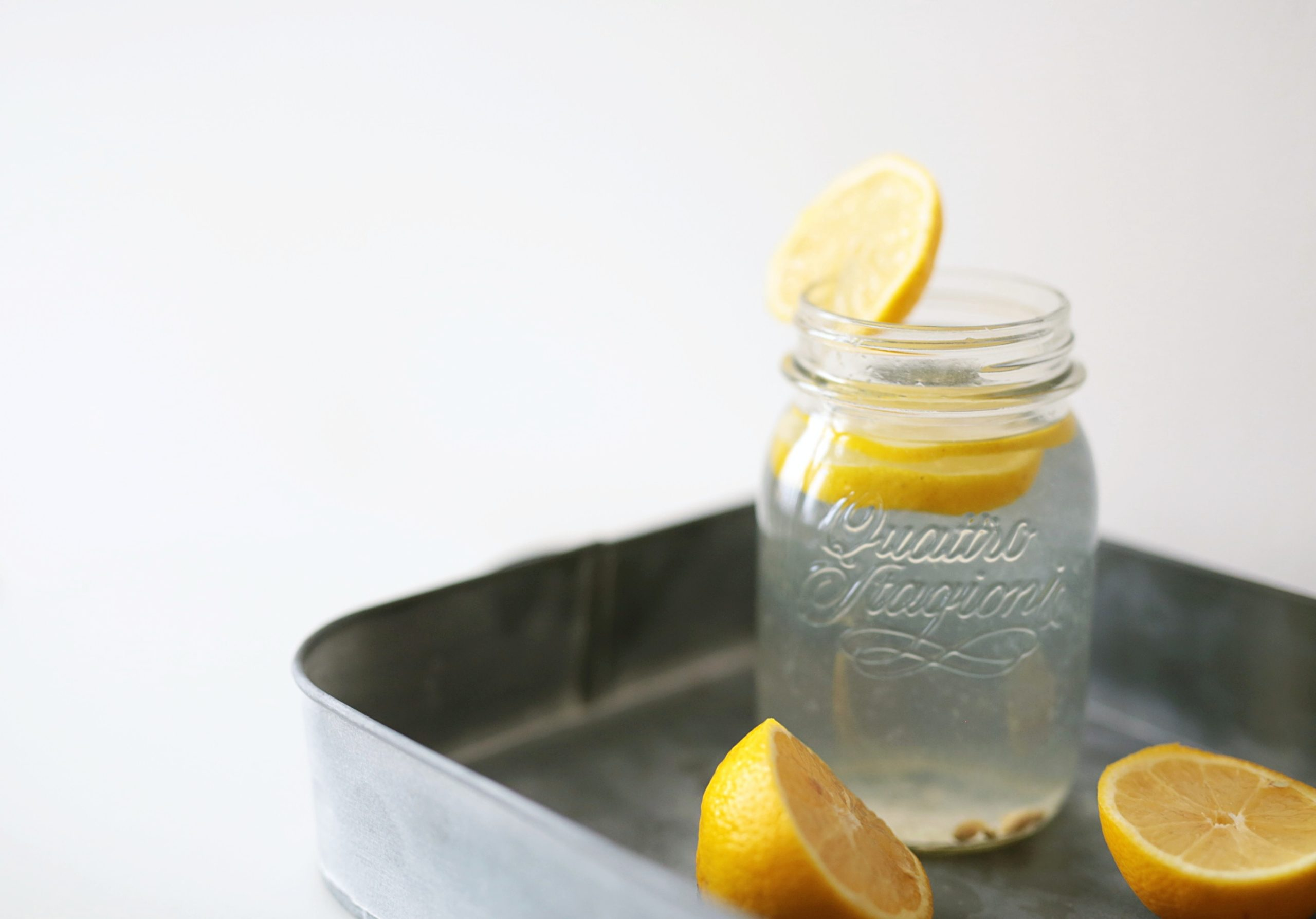 5 health benefits of hot lemon water in the morning