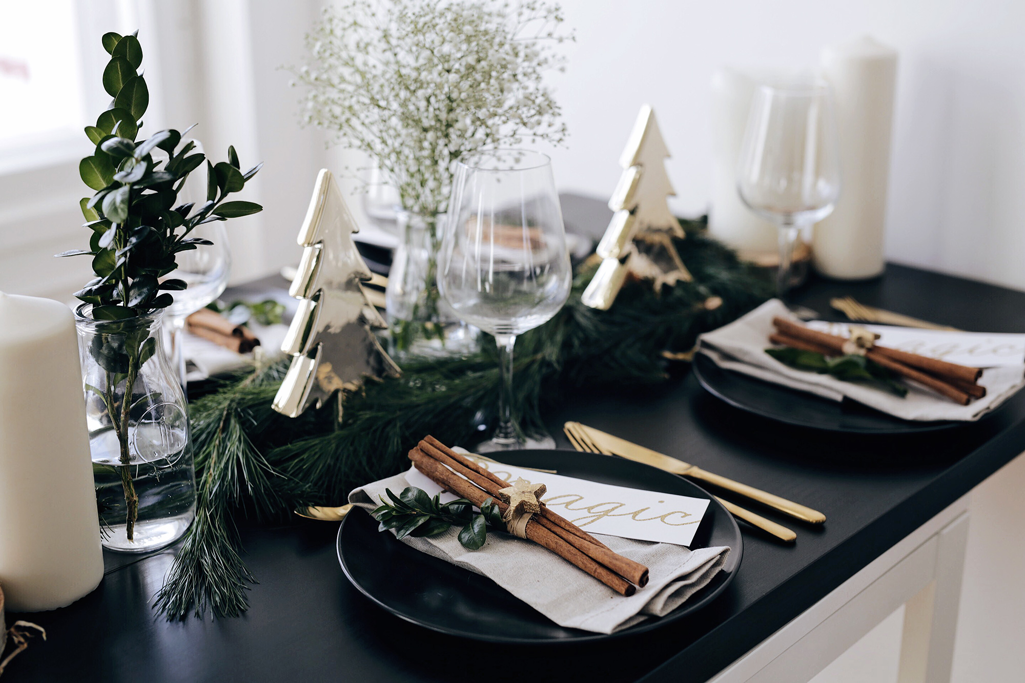 christmas-table-setting-with-golden-elements-3