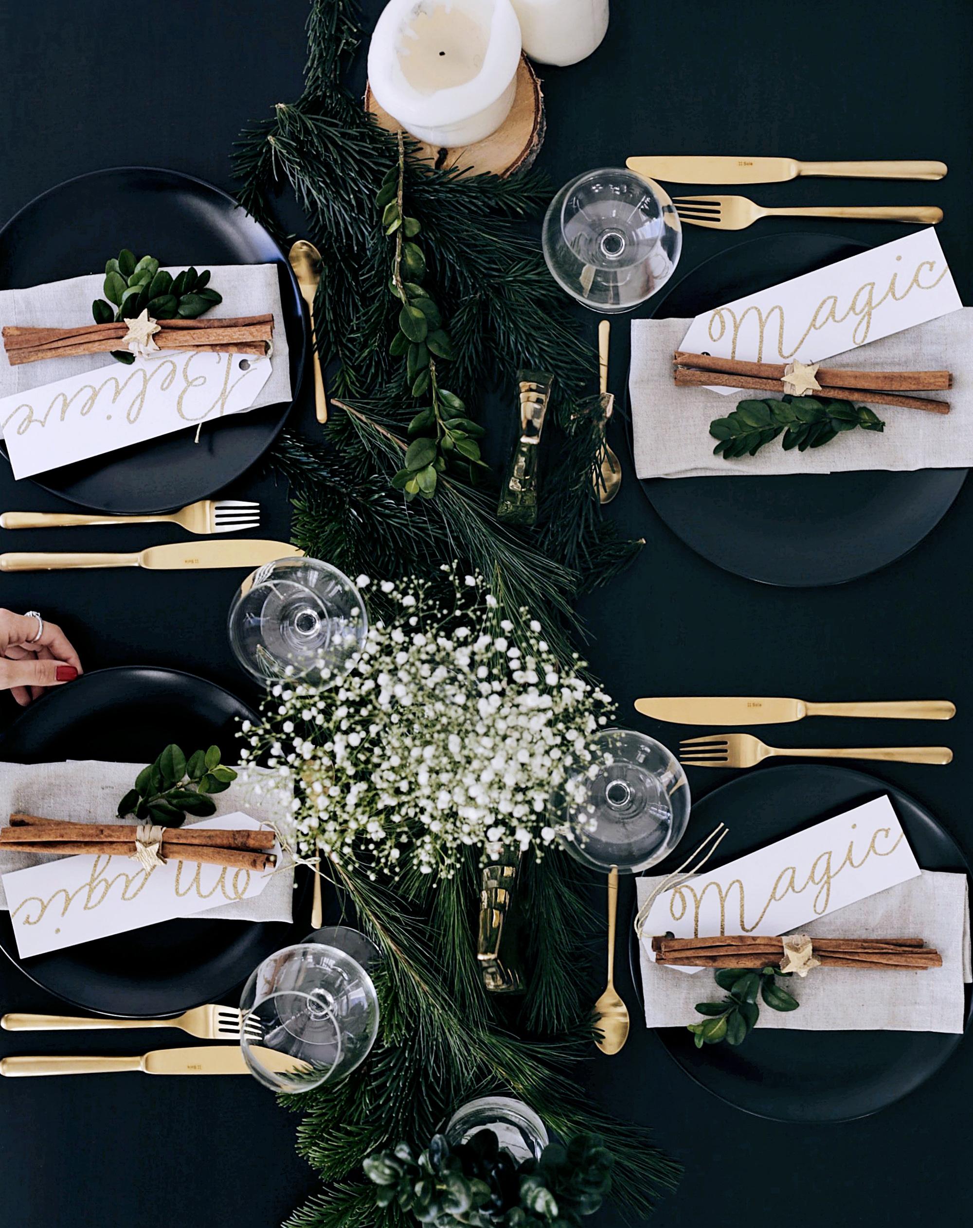 Christmas Table Setting With Golden Elements 8 Valeriehusemann De Achtsamkeit Selbstliebe Mindset