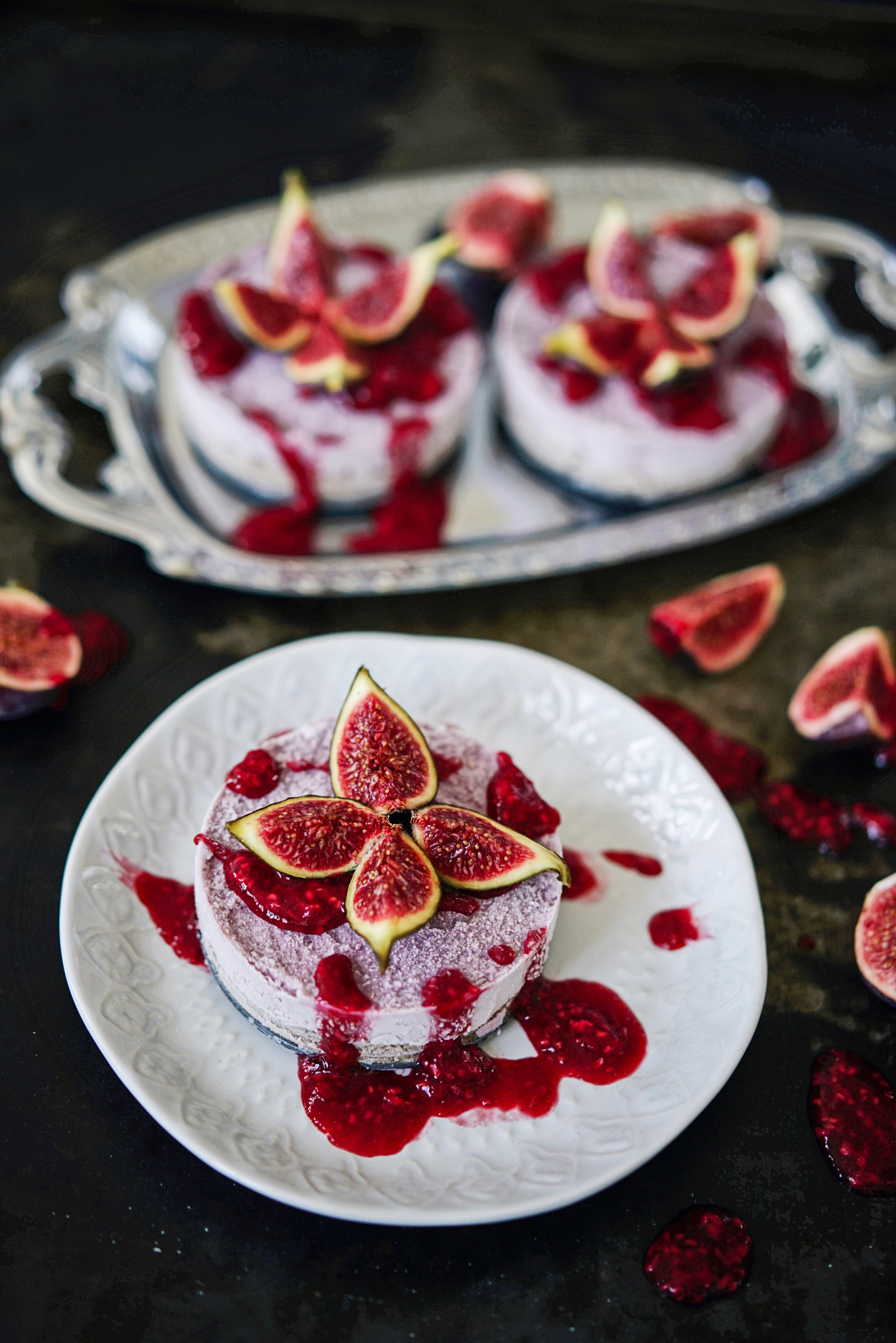 Raw-Vegan-Cheesecake-Fig-Berries